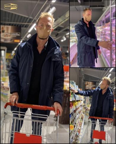 07.nakupujici v obchode z